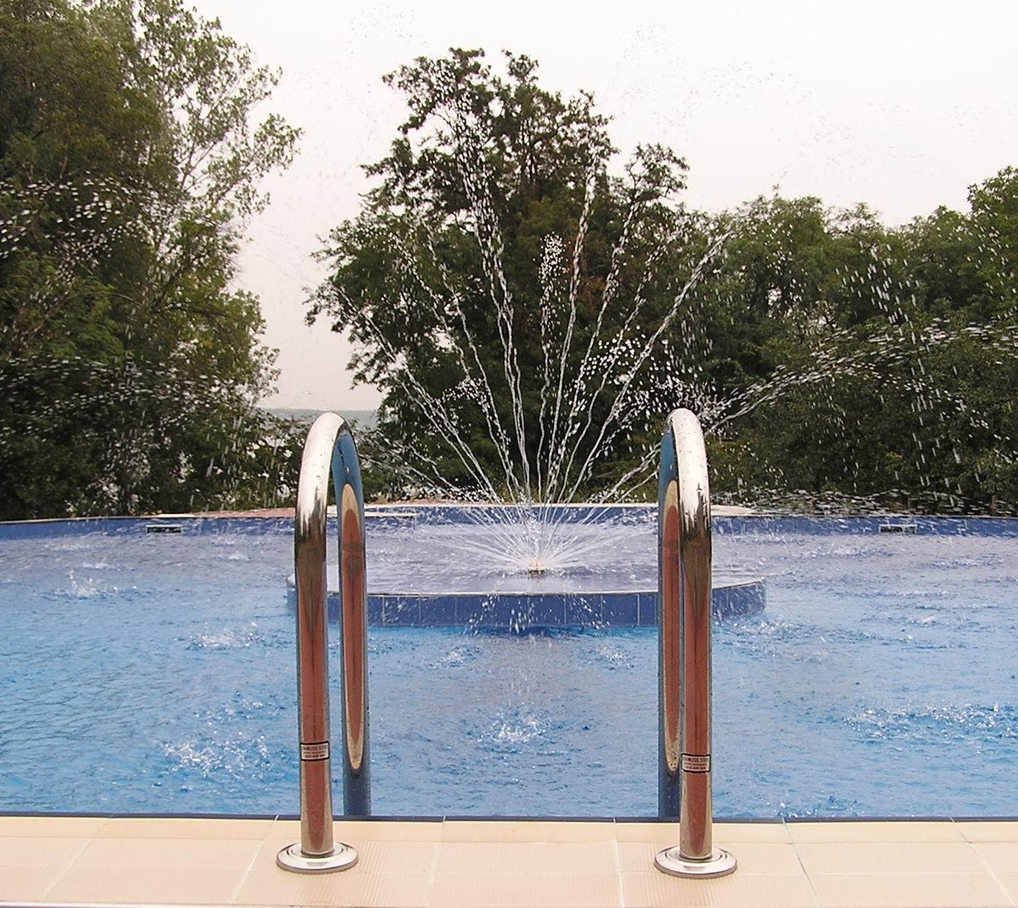 Aqua Mramor - Fontana u bazenu u privatnoj kući